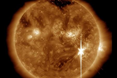 Мощная вспышечная активность Солнца 6-7 сентября и ее последствия